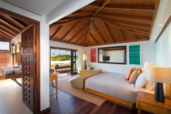 insel-seite-anantara-veli-deluxe-over-water-bungalow-03-Maledivenexperte