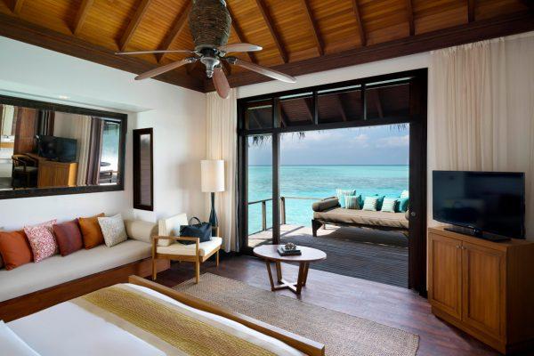 insel-seite-anantara-veli-deluxe-over-water-bungalow-interior-01-Maledivenexperte