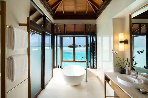 insel-seite-anantara-veli-deluxe-over-water-bungalow-iterior-Maledivenexperte