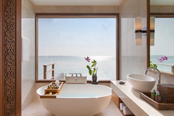 insel-seite-anantara-veli-deluxe-over-water-pool-bungalow-02-Maledivenexperte