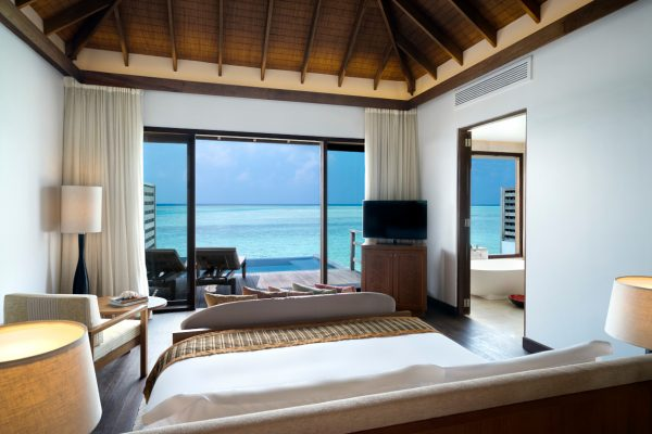 insel-seite-anantara-veli-deluxe-over-water-pool-bungalow-08-Maledivenexperte