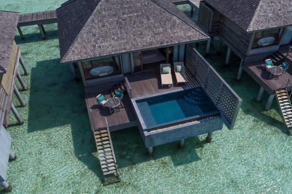 insel-seite-anantara-veli-deluxe-over-water-pool-bungalow-exterior-Maledivenexperte