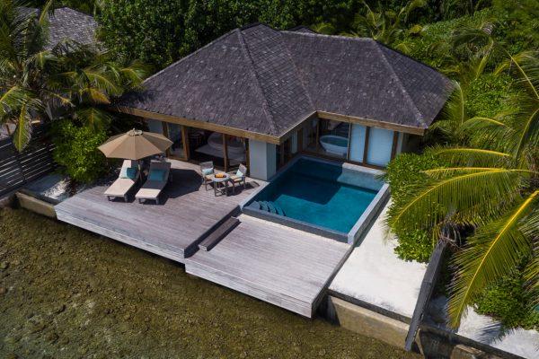 insel-seite-anantara-veli-ocean-pool-bungalow-aerial-Maledivenexperte