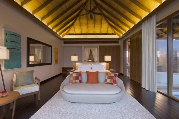 insel-seite-anantara-veli-ocean-pool-bungalow-bedroom-Maledivenexperte
