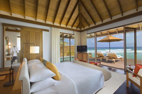 insel-seite-anantara-veli-ocean-pool-bungalow-bedroom-view-Maledivenexperte