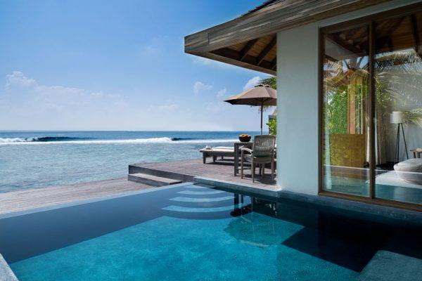 insel-seite-anantara-veli-ocean-pool-bungalow-exterior-02-Maledivenexperte