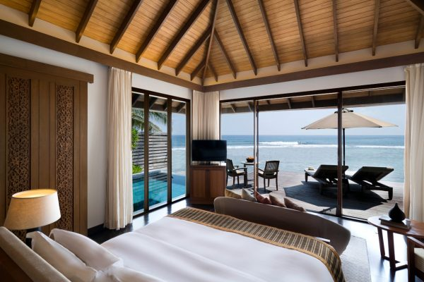 insel-seite-anantara-veli-ocean-pool-bungalow-shower-01-Maledivenexperte