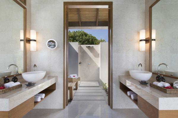 insel-seite-anantara-veli-ocean-pool-bungalow-shower-02-Maledivenexperte