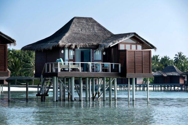 insel-seite-anantara-veli-over-water-bungalow-exterior-03-Maledivenexpere