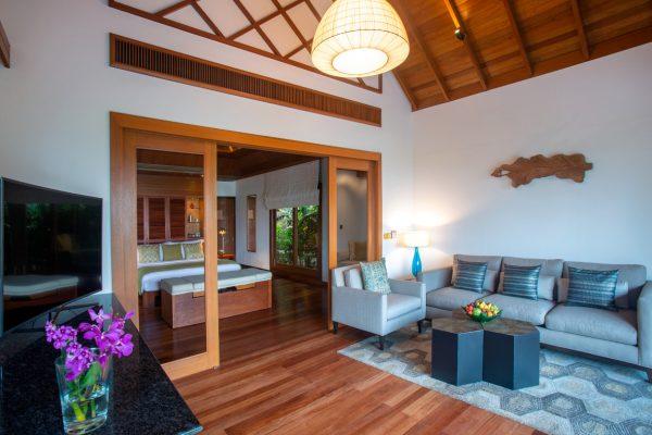 insel-seite-baros-maldives-baros-suite-living-area-Maledivenexperte