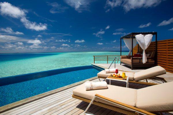 insel-seite-baros-maldives-water-pool-vila-deck-Maledivenexperte