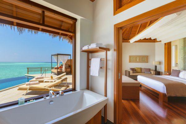 insel-seite-baros-maldives-water-pool-villa-imside-out-Maledivenexperte