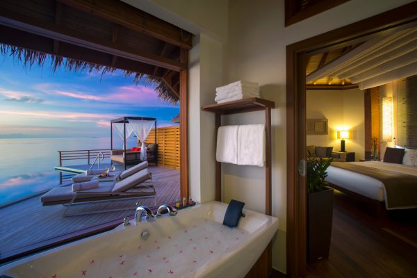 insel-seite-baros-maldives-water-pool-villa-sunset-Maledivenexperte
