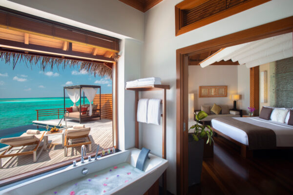 insel-seite-baros-maldives-zimmer-water-pool-villa-01