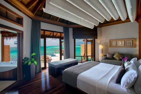 insel-seite-baros-maldives-zimmer-water-pool-villa-02