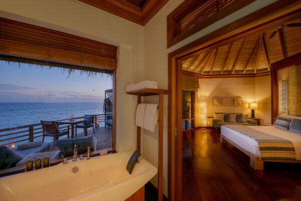 insel-seite-baros-maldives-zimmer-water-villa-02