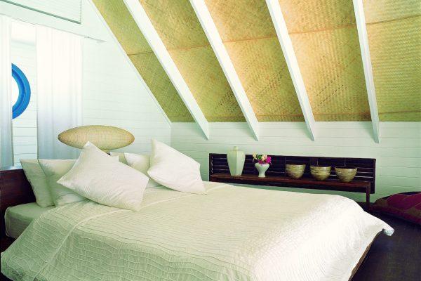 insel-seite-como-cocoa-island-dhoni-loft-suite-bedroom-Maledivenexperte