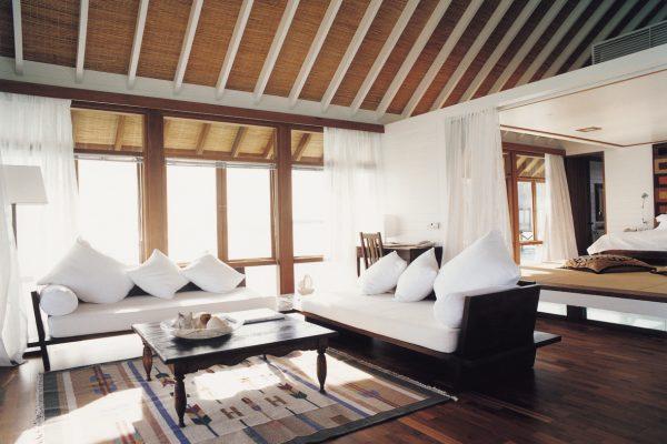 insel-seite-como-cocoa-island-one-bedroom-villa-living-room-Maledivenexperte