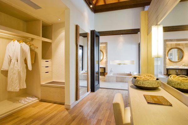 insel-seite-como-maalifushi-water-villa-dressing-room