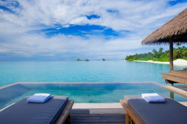 insel-seite-como-maalifushi-water-villa-pool-Maledivenexperte