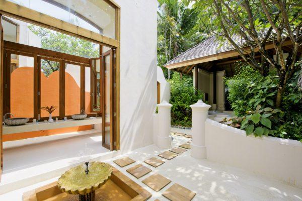 insel-seite-conrad-maldives-rangali-island-beach-suite-bathroom-Maledivenexperte