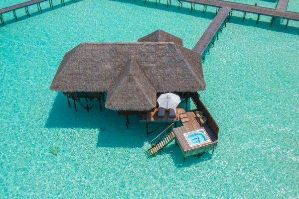 insel-seite-conrad-maldives-rangali-island-grand-water-villa-jacuzzi-01-Maledivenexperte