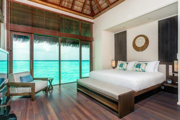 insel-seite-conrad-maldives-rangali-island-grand-water-villa-jacuzzi-03-Maledivenexperte