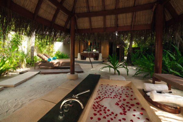 insel-seite-constance-halaveli-maldives-beach-villa-02-Maledivenexperte