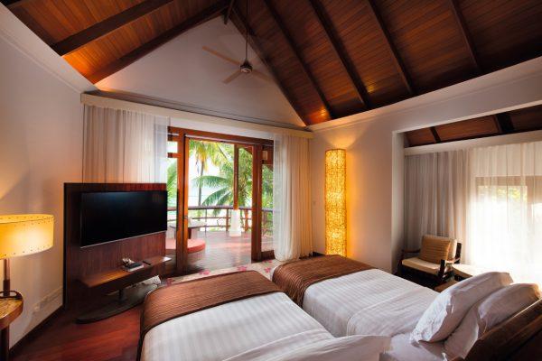insel-seite-constance-halaveli-maldives-double-storey-beach-villa-02-Maledivenexperte