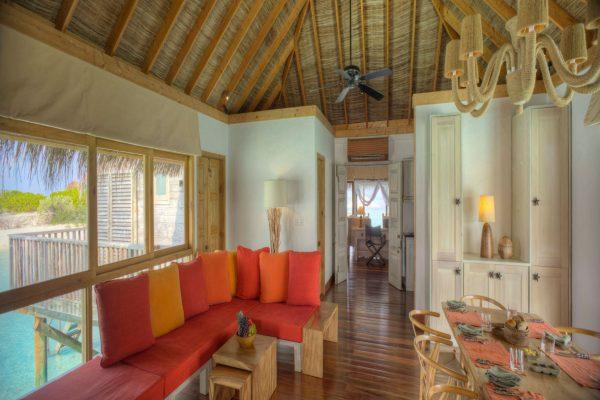 insel-seite-gili-lankanfushi-family-villa-living-room-Maledivenexperte