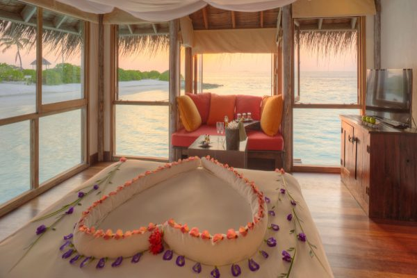 insel-seite-gili-lankanfushi-family-villa-master-bedroom-Maledivenexperte