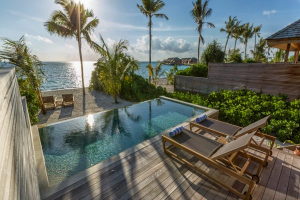insel-seite-hurawalhi-beach-pool-villa-exterior-01-Maledivenexperte