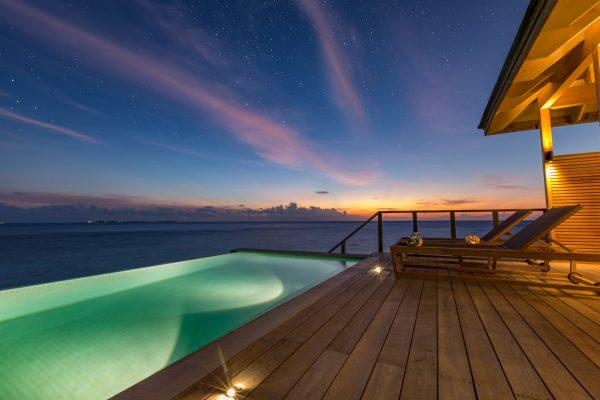 insel-seite-hurawalhi-ocean-pool-villa-terrace-Maledivenexperte