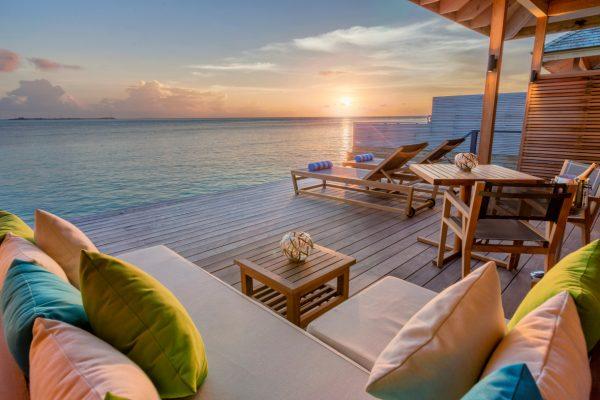 insel-seite-hurawalhi-ocean-villa-terrace-01-Maledivenexperte