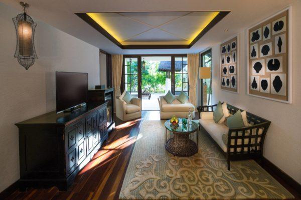 insel-seite-jumeirah-vittaveli-beach-suite-living-room-02-Maledivenexperte