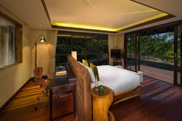 insel-seite-jumeirah-vittaveli-beach-suite-master-bedroom-Maledivenexperte