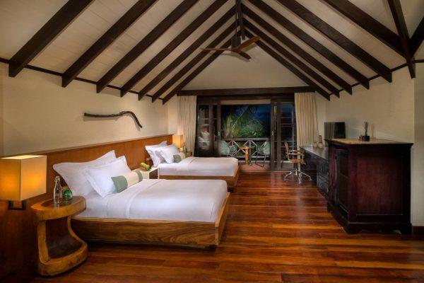 insel-seite-jumeirah-vittaveli-beach-suite-twin-bedroom-Maledivenexperte