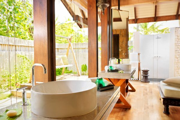 insel-seite-jumeirah-vittaveli-beach-villa-bathroom-02-Maledivenexperte