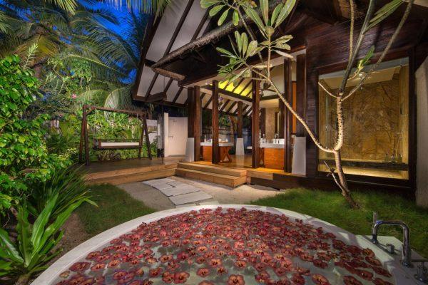 insel-seite-jumeirah-vittaveli-beach-villa-bathroom-04-Maledivenexperte