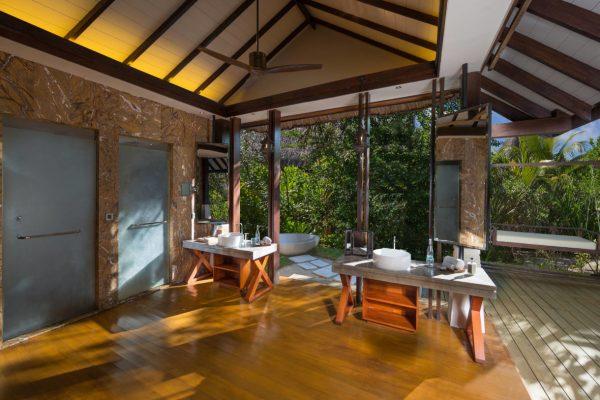 insel-seite-jumeirah-vittaveli-beach-villa-bathroom-05-Maledivenexperte