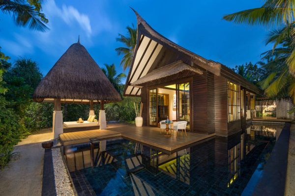 insel-seite-jumeirah-vittaveli-beach-villa-exterior-Maledivenexperte