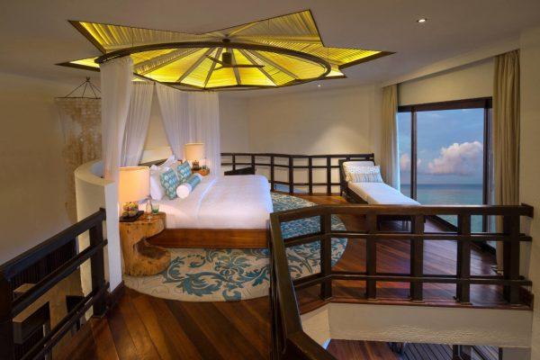 insel-seite-jumeirah-vittaveli-ocean-suite-bedroom-01-Maledivenexperte