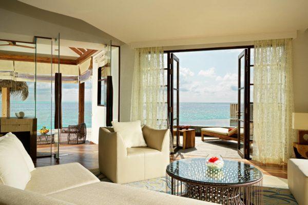 insel-seite-jumeirah-vittaveli-ocean-suite-living-room-01-Maledivenexperte