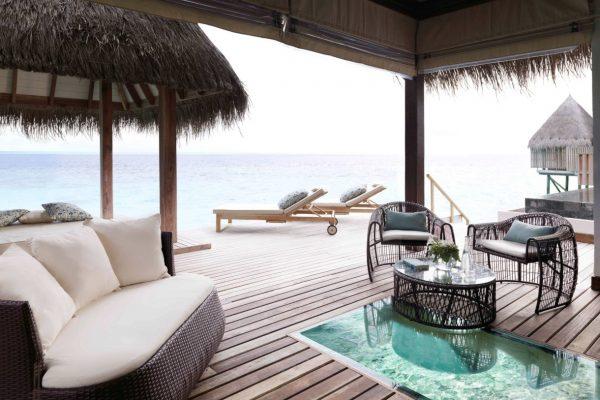 insel-seite-jumeirah-vittaveli-ocean-suite-private-terrace-02-Maledivenexperte