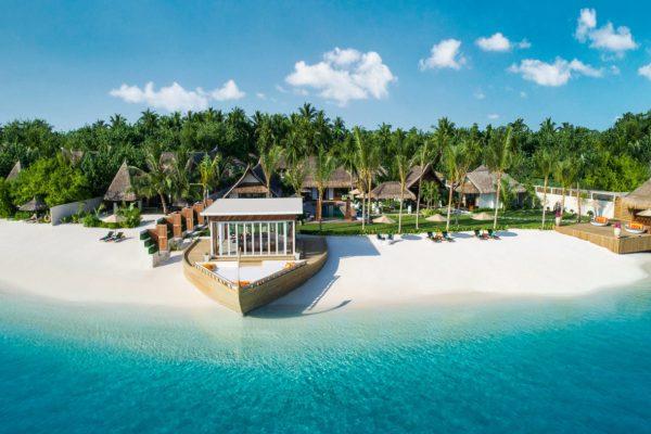 insel-seite-jumeirah-vittaveli-royal-residence-front-view-Maledivenexperte