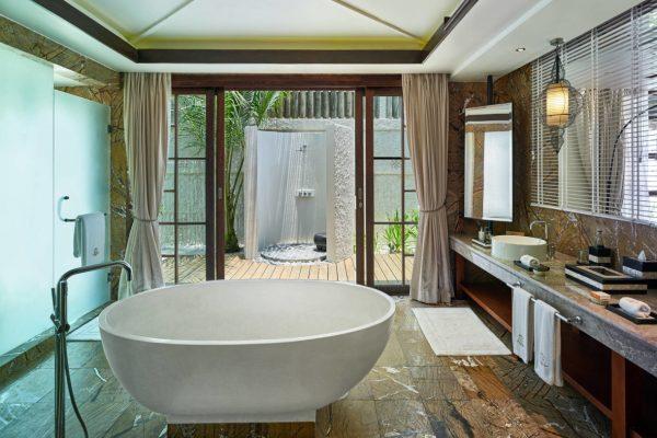 insel-seite-jumeirah-vittaveli-royal-residence-guest-house-bathroom-Maledivenexperte