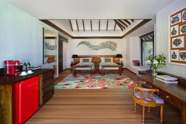 insel-seite-jumeirah-vittaveli-royal-residence-guest-villa-twinbeds-02-Maledivenexperte