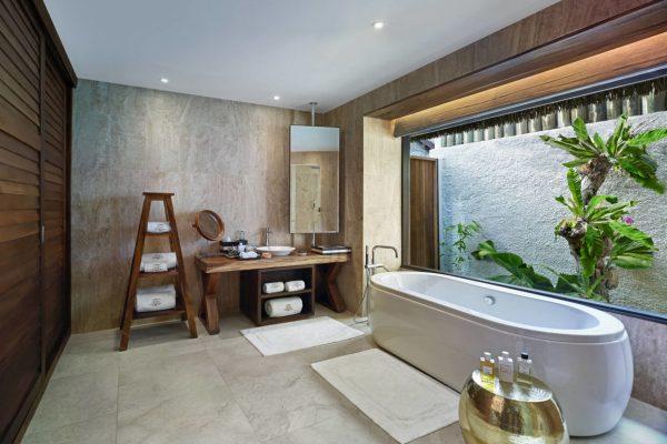insel-seite-jumeirah-vittaveli-royal-residence-guest-villa-twinbeds-bathroom-Maledivenexperte