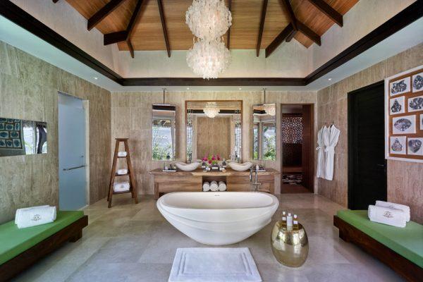 insel-seite-jumeirah-vittaveli-royal-residence-sanctuary-bathroom-01-Maledivenexperte