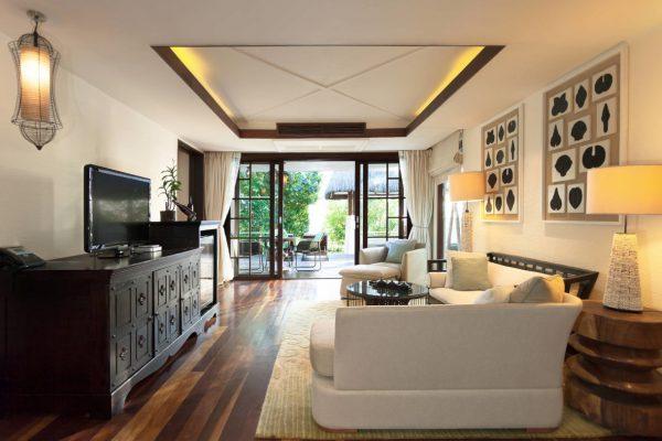 insel-seite-jumeirah-vittaveli-two-bedroom-beach-suite-living-area-Maledivenexperte